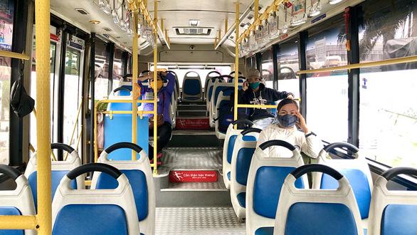 Đi xe buýt mùa dịch - Ảnh 1.