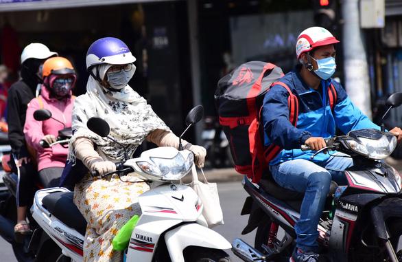 Bắc Bộ đề phòng mưa dông nhiều ngày tới, Nam Bộ nắng nóng - Ảnh 1.