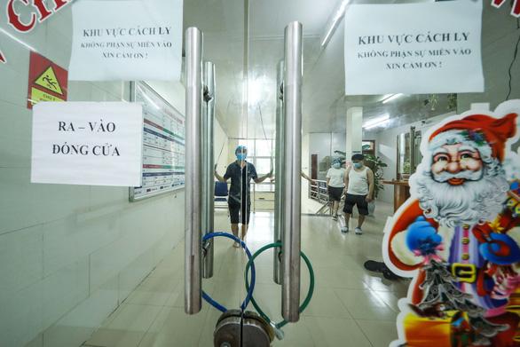 Bộ Y tế tuýt còi BV Bạch Mai vì để điều dưỡng mang thai chống dịch COVID-19 - Ảnh 1.