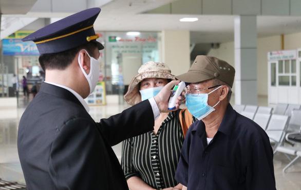 Người đàn ông chết trên xe khách âm tính với virus SARS-CoV-2 - Ảnh 1.