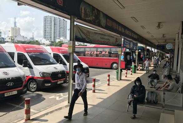 TP.HCM dừng toàn bộ xe đến Đà Nẵng từ chiều 28-7, xe đi ngang Đà Nẵng không được đón khách - Ảnh 1.