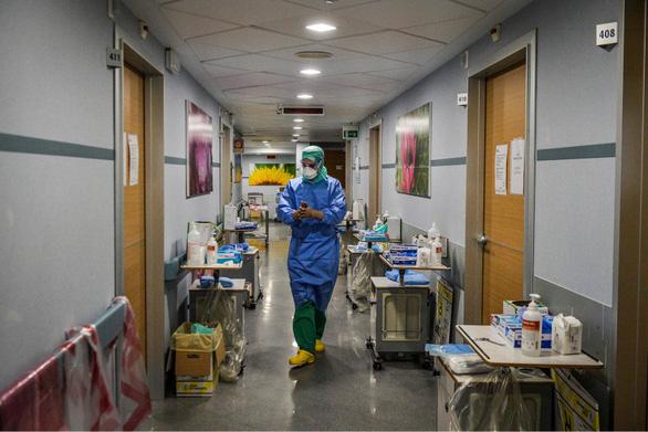 Dịch COVID-19 chiều 30-3: Ý hơn 97.000 ca nhiễm, bảo hiểm Mỹ nói người bệnh 'đừng lo viện phí - Ảnh 4.