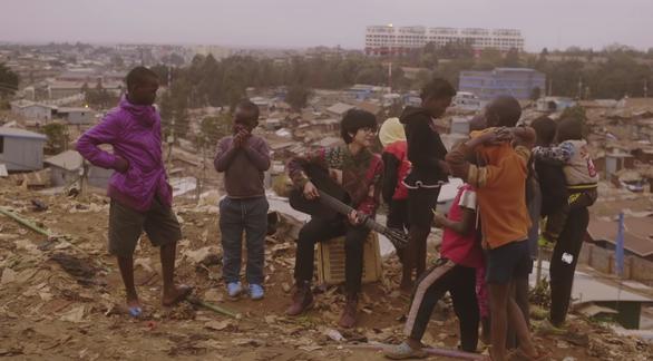 Lê Cát Trọng Lý quay MV tại khu ổ chuột lớn nhất châu Phi - Ảnh 4.