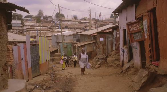 Lê Cát Trọng Lý quay MV tại khu ổ chuột lớn nhất châu Phi - Ảnh 2.