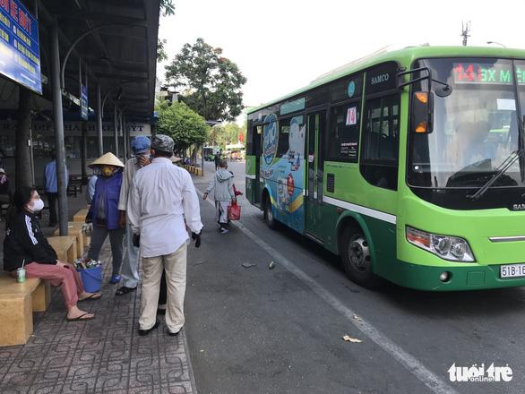 Tạm ngừng toàn bộ xe buýt tại TP.HCM trong 2 tuần - Ảnh 1.