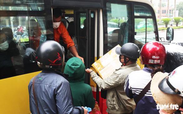 Xe buýt ở Nghệ An vẫn chạy dù có yêu cầu tạm dừng đã 3 ngày - Ảnh 5.