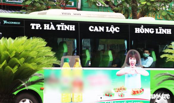 Xe buýt ở Nghệ An vẫn chạy dù có yêu cầu tạm dừng đã 3 ngày - Ảnh 4.