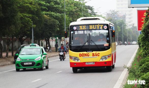 Xe buýt ở Nghệ An vẫn chạy dù có yêu cầu tạm dừng đã 3 ngày - Ảnh 2.