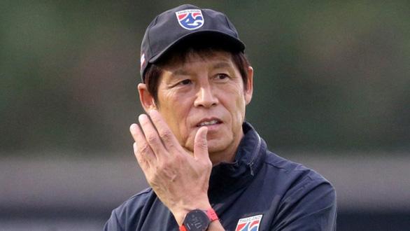 Thái Lan muốn HLV Nishino giảm lương trong mùa COVID-19 - Ảnh 1.