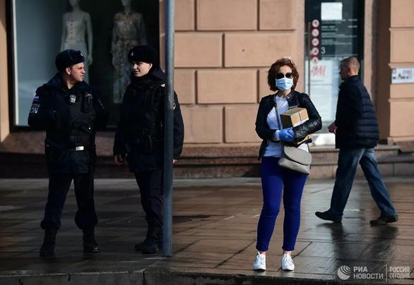 Matxcơva phạt 12 triệu đồng với người vi phạm lệnh tự cách ly - Ảnh 1.