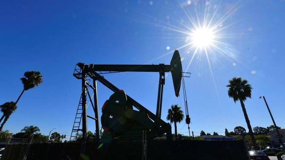 Giá dầu thô Mỹ rớt xuống dưới 20 USD/thùng, thấp nhất trong 18 năm - Ảnh 1.