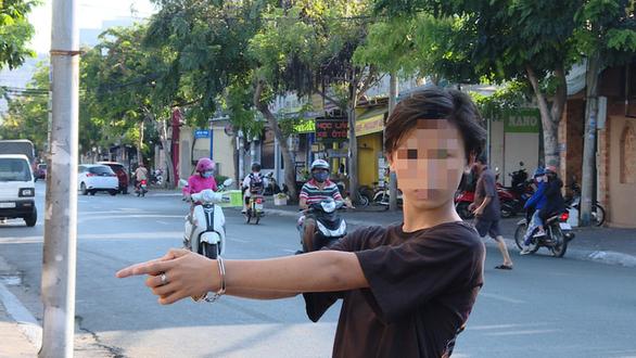 Bắt 8 trẻ trâu ném gạch phá 35 xe hơi ở Vũng Tàu cho vui - Ảnh 1.