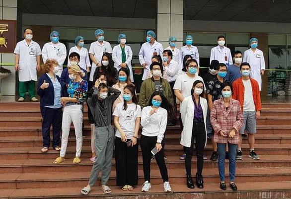 30 bệnh nhân được công bố khỏi bệnh, trong đó có bệnh nhân 17 - Ảnh 1.