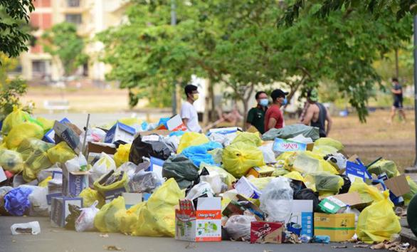 Mỗi ngày thu gom, tiêu hủy hơn 1,5 tấn rác từ các khu cách ly - Ảnh 1.