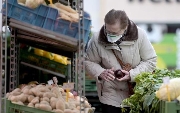 Thủ tướng Áo: phải tập đeo khẩu trang để hạn chế lây nhiễm COVID-19 - Ảnh 1.