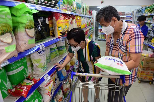 Chợ, siêu thị mở cửa bình thường, không cần tích trữ lương thực - Ảnh 1.