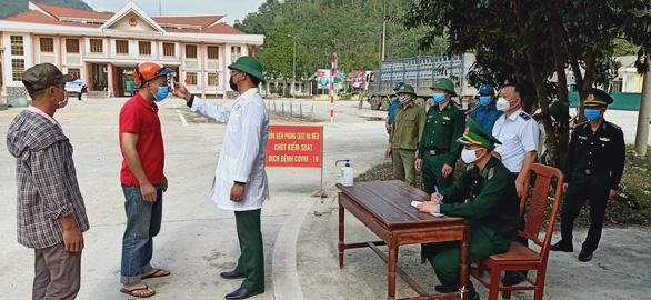 Bữa cơm ở khu cách ly ấm tình quân dân nơi biên giới Việt - Lào - Ảnh 2.