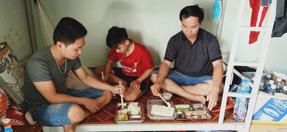 Bữa cơm ở khu cách ly ấm tình quân dân nơi biên giới Việt - Lào - Ảnh 9.
