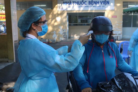TP.HCM: Bệnh viện siết quy trình sàng lọc COVID-19 ra sao? - Ảnh 1.