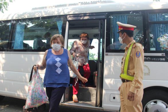 Tạm dừng taxi, xe có tuyến vào bến xe Đà Nẵng - Ảnh 1.