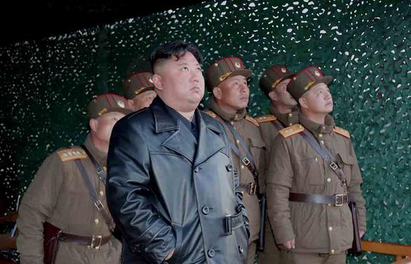 Khẩu trang và tên lửa ở Triều Tiên - Ảnh 1.