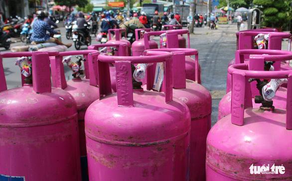 Giá gas giảm mạnh 69.000 đồng/bình 12kg - Ảnh 1.