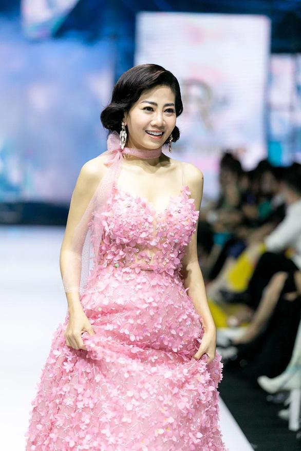 Trấn Thành hát Cánh hồng phai tưởng nhớ Mai Phương - Ảnh 3.