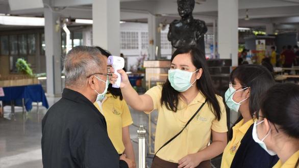 Thái Lan bỏ tù người nào đùa giỡn mắc COVID-19 vào ngày Cá tháng tư - Ảnh 1.