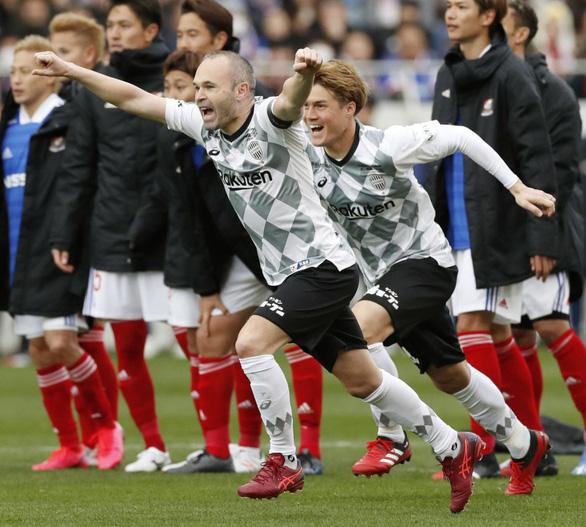 J-League có cầu thủ đầu tiên dương tính với COVID-19, đồng đội của Iniesta - Ảnh 1.