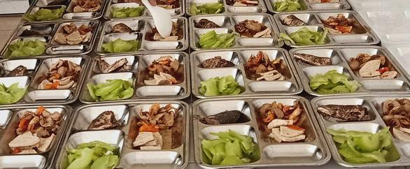 Bữa cơm ở khu cách ly ấm tình quân dân nơi biên giới Việt - Lào - Ảnh 7.