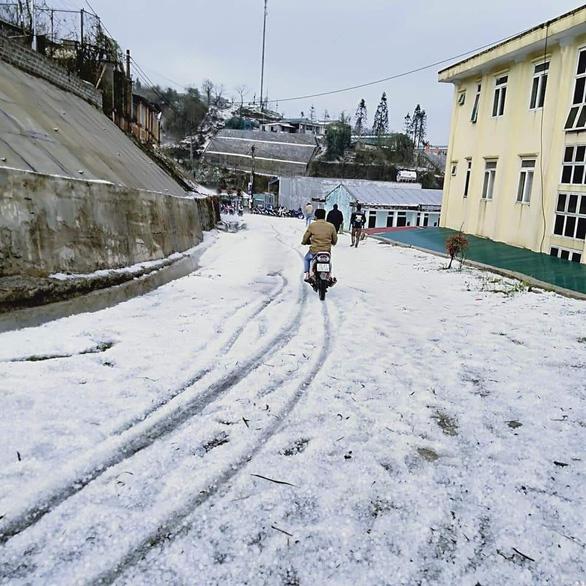 3 người chết, 5.000 nhà hư hỏng do dông lốc, mưa đá và sạt lở đá ở các tỉnh phía Bắc - Ảnh 1.