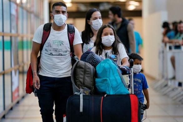 WHO: Dân thu gom khẩu trang, nhân viên y tế các nước không có để dùng - Ảnh 1.