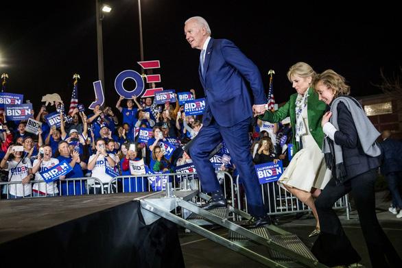 Siêu thứ ba bầu cử Mỹ: Ông Biden 'hồi sinh', Sanders giành chiến thắng tại California - Ảnh 1.