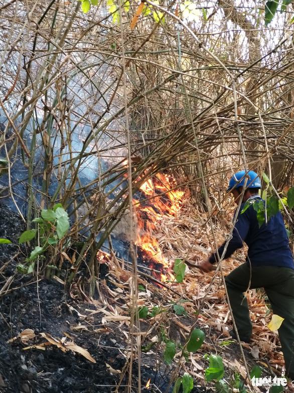 Gần 600 người chữa cháy rừng Núi Cấm 2 ngày mới tắt - Ảnh 5.