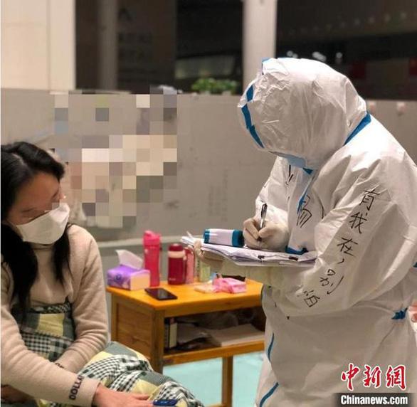 Những lá thư xúc động của bệnh nhân tri ân y bác sĩ họ không nhìn thấy mặt - Ảnh 2.