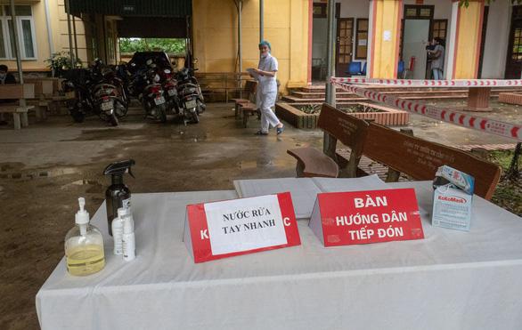Hết cách ly, dân Sơn Lôi giữ thói quen rửa tay, đeo khẩu trang, xịt thuốc sát khuẩn - Ảnh 9.
