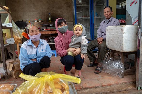 Hết cách ly, dân Sơn Lôi giữ thói quen rửa tay, đeo khẩu trang, xịt thuốc sát khuẩn - Ảnh 5.