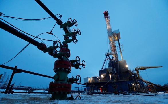 OPEC đề xuất cắt sản lượng dầu nhiều nhất kể từ khủng hoảng tài chính 2008 - Ảnh 1.