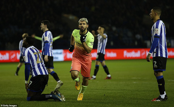 Aguero đưa Man City vào tứ kết Cúp FA, Tottenham bị loại - Ảnh 2.