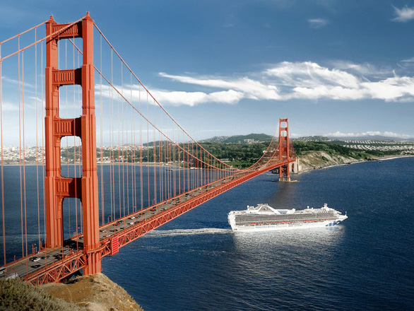 COVID-19: Du thuyền chở hàng ngàn người lênh đênh ngoài khơi California - Ảnh 1.