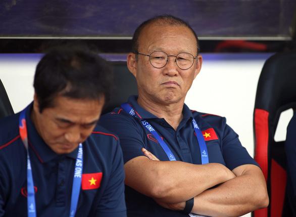 Hết hạn cách ly, thầy Park đi TP.HCM xem trận Sài Gòn - Sông Lam Nghệ An - Ảnh 1.