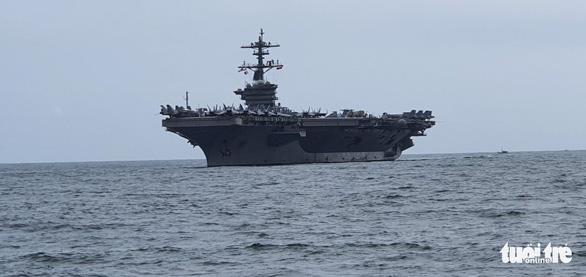 Tàu sân bay USS Theodore Roosevelt của Mỹ đã thả neo ở vịnh Đà Nẵng - Ảnh 3.