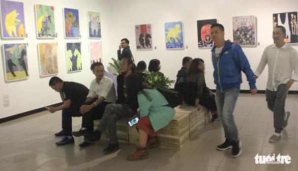 Bùi Hoàng Dương lại triển lãm 78 bức tranh chỉ toàn… chó Mông cộc - Ảnh 1.