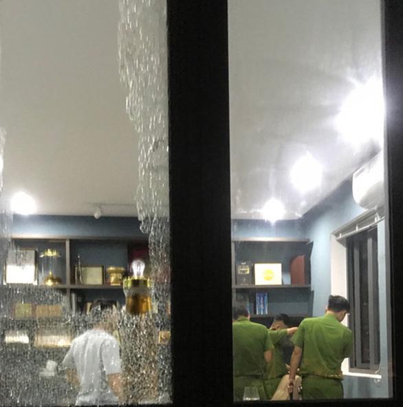 Bắt hai người đập phá biệt thự đại gia bất động sản ở Đà Nẵng - Ảnh 2.