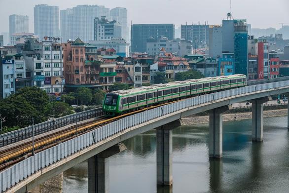 Chuyên gia Trung Quốc sang làm đường sắt ở Hà Nội tự cách ly 14 ngày - Ảnh 1.