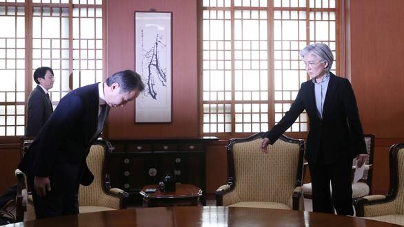 Giữa mùa dịch, Nhật - Hàn vẫn ăn miếng trả miếng vì chuyện cách ly - Ảnh 1.