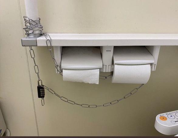 Cô gái tìm thấy tình yêu nhờ... nhường cuộn giấy vệ sinh mùa dịch - Ảnh 1.