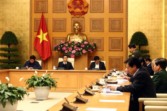Tất cả hành khách nhập cảnh Việt Nam phải khai báo y tế bắt buộc - Ảnh 1.