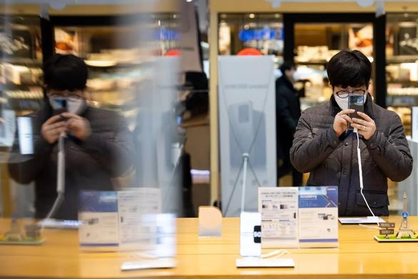 Samsung chuyển dây chuyền hàng cao cấp sang Việt Nam vì dịch COVID-19 - Ảnh 1.