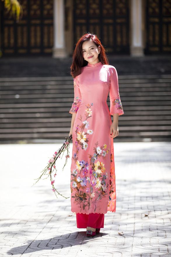 Nhà thiết kế Trisha Võ: Cách tân để áo dài truyền thống đẹp hơn - Ảnh 1.